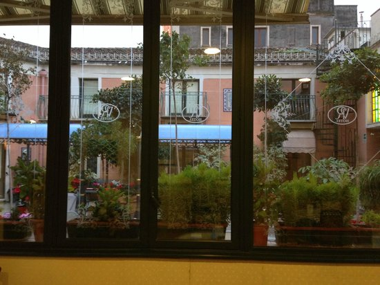Hotel Villa Romeo : Veduta sulla coorte interna dell'Hotel