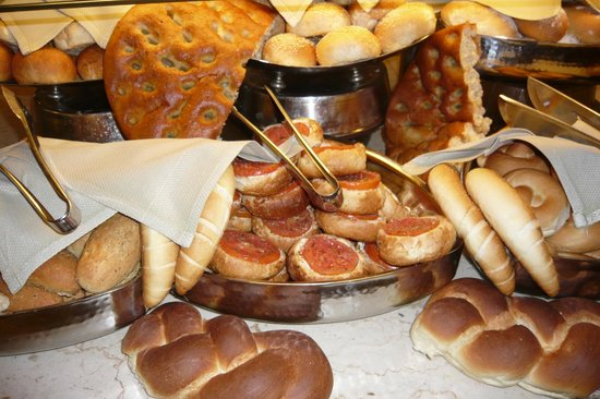 Maritim Jolie Ville Royal Peninsula Hotel & Resort: bread counter