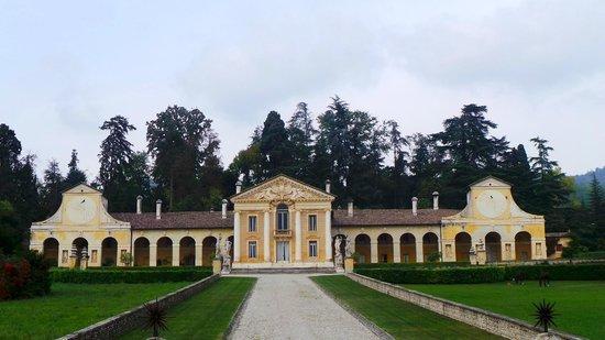 Villa Barbaro: il complesso della villa monumentale