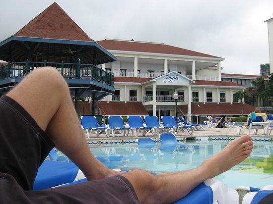 Breezes Resort & Spa Bahamas : piscina con acqua spesso sporca