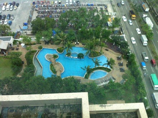 Radisson Blu Cebu: Pool view from our room