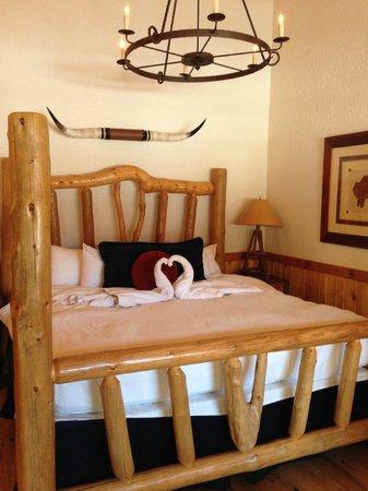 Sorrel River Ranch Resort and Spa: king bed