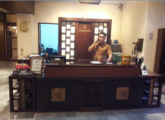 Rainforest Boutique: The very courteous front desk staff