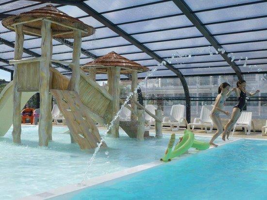 Pataugeoire ludique dans la piscine couverte picture of for Camping gerardmer piscine couverte