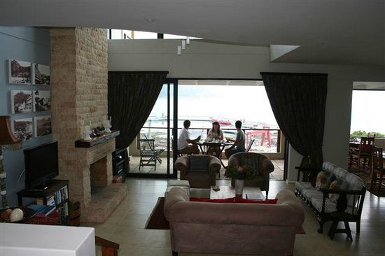 Mariner Guesthouse : lounge and balcony