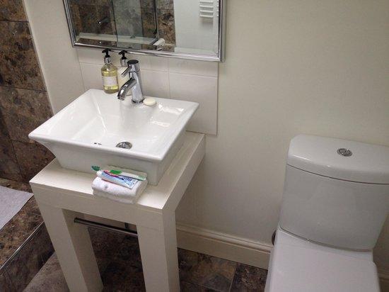 One fifty Cowes: Beautiful bathroom