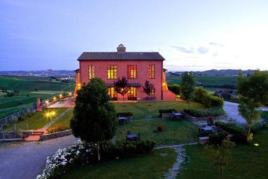 Agriturismo Borgo Vigna Vecchia: l'agriturismo al tramonto