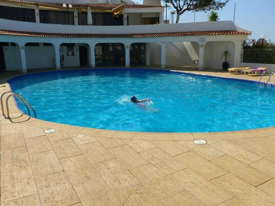 Cerro Branco Apartments: Shallow to deep pool - never crowded