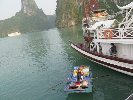 Travel Sense Asia - Private Day Tours: floating shop 2