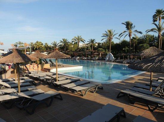 Insotel Cala Mandia Resort & Spa: Basen w części A