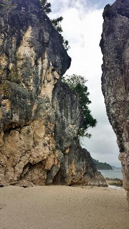 Borawan Island: Good for photo op and rock formations.