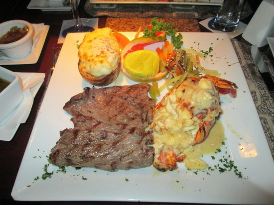 Pelican Point Restaurant & Bar: Steak & Lobster