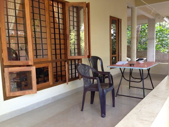 Hornbill Cottage: Balcony area to chill and enjoy animal watching.