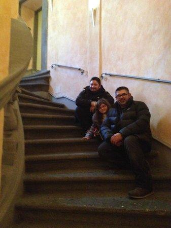 Hotel Teatro Pace: ESCALERA
