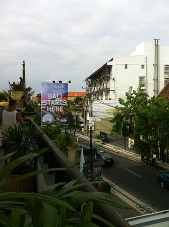 Bintang Kuta Hotel: 3rd floor has a balcony for all to use...