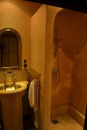 Riad Soundouss : Salle de bain