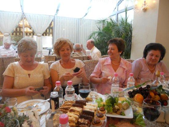 Nadiya Hotel & Restaurants: однокурсницы 40 лет спустя