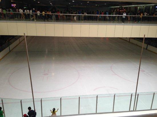 Mall of Asia Arena: Ледовый каток