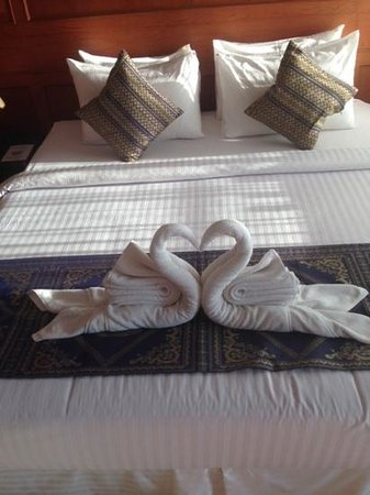 Haadlad Prestige Resort & Spa: pretty bed