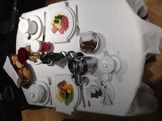Schweizerhof Hotel & Spa : Breakfast room service