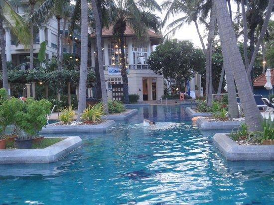 Centara Grand Beach Resort Samui : プール