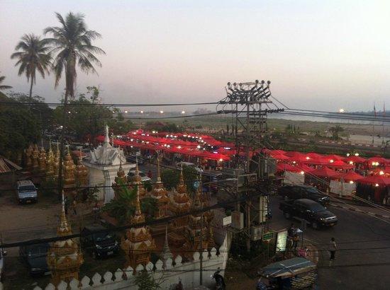Inter Hotel: Vista dalla nostra camera, laterale ma comunque con veduta sul Mekong