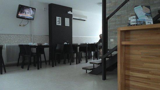 Hostel & Suites de Rio: Recepção e mesas de café da manhã