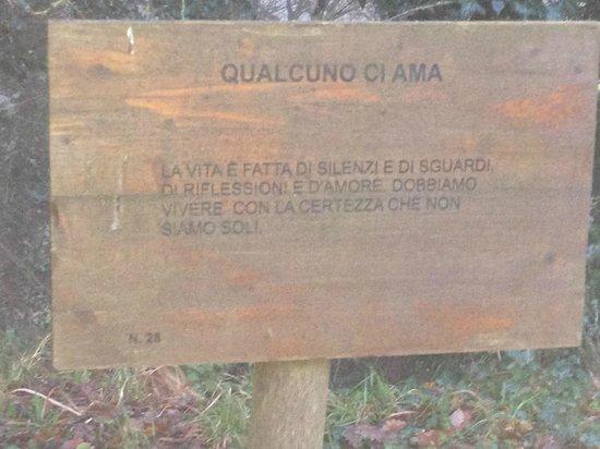 Il Cantico della Natura: Simpatici cartelli nella zona del giardino