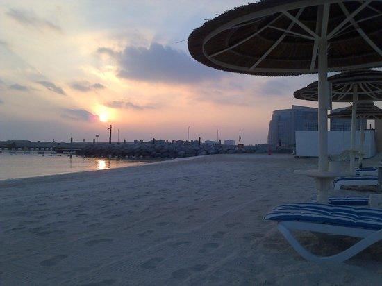 InterContinental Abu Dhabi: sunset by the beach