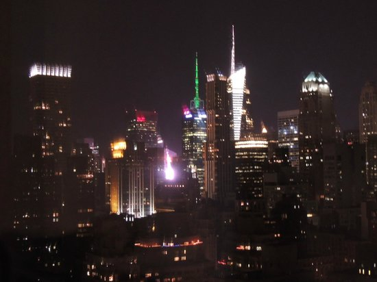 Dumont NYC–an Affinia hotel : Skyline by night B