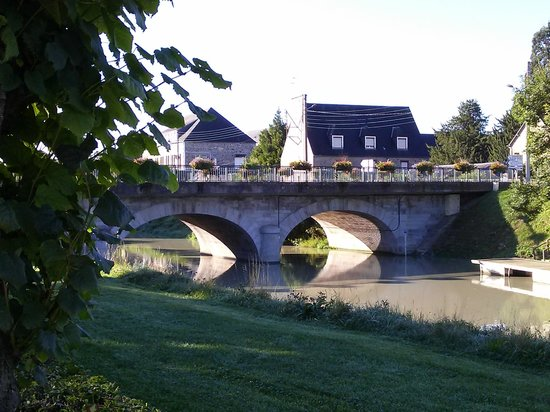 Le Relais Montois : Great town Pontorson