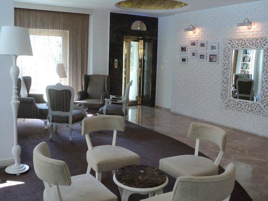 Yacht Classic Hotel: Lobi