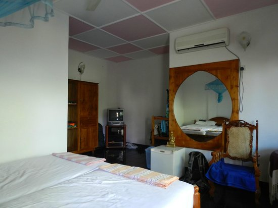 Ocean View Tourist Guest House: onze ruime kamer
