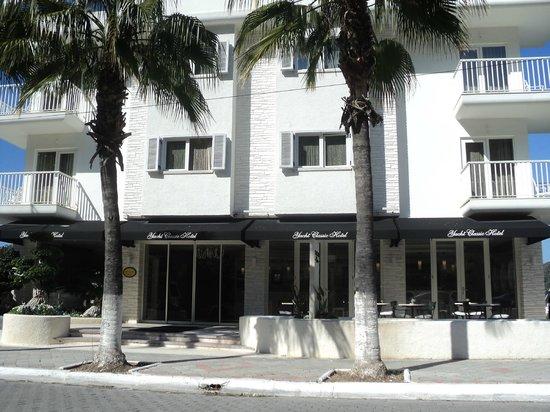 Yacht Classic Hotel: Otel girişi