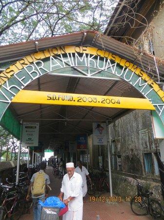 Fort House: В 2-3 минутах от отеля - причал с паромом в Эрнакулам, стоимость 4 рупии