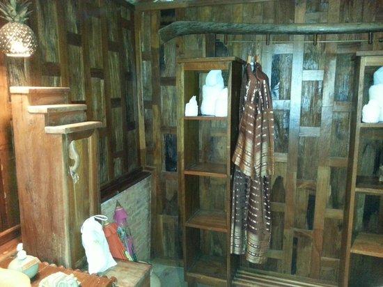 Santhiya Koh Phangan Resort & Spa: parte coperta del bagno