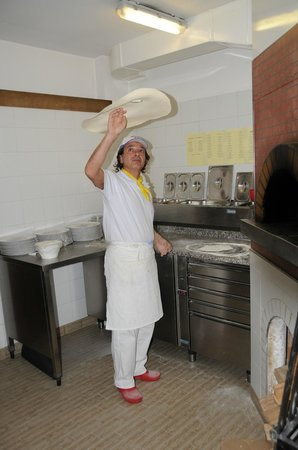 "Hotel Waldrast: Der Pizzabäcker ""Luigi""  Il pizzaiolo"