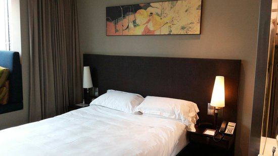 Park Regis Singapore: The Bed.