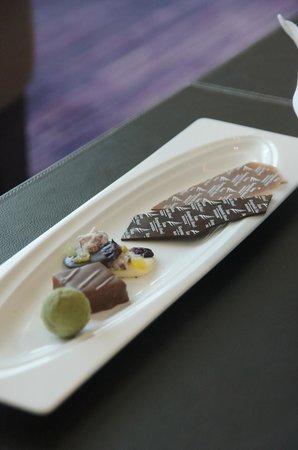 Siam Kempinski Hotel Bangkok: complimentary chocolates