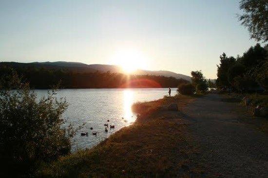 Sunêlia l-Hippocampe : Jolie vue sur la Durance à partir du camping