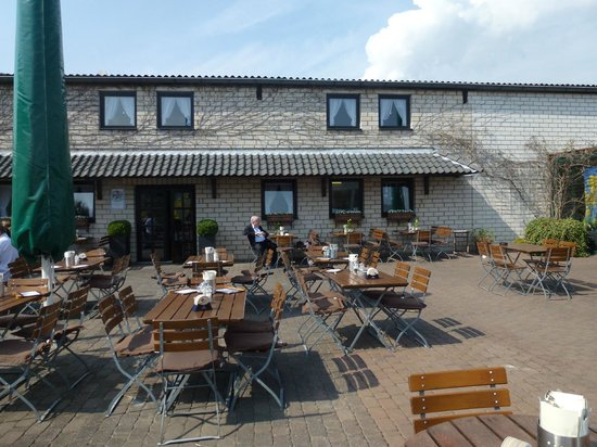 Restaurant Hallerhof: Restraurant mit Biergarten