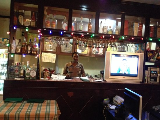 Noori India: Nice little bar in the back :)