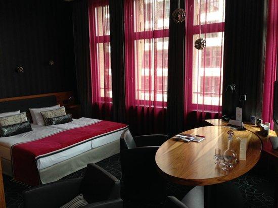 Hotel Gendarm Nouveau: Suite 404
