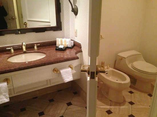 Caesars Palace: toilet and sink in suite