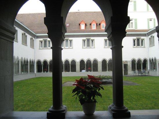 Steigenberger Inselhotel : Blick in den Innenhof