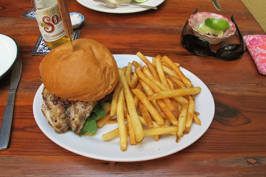 Joe Jack's Fish Shack: fish burger
