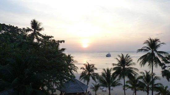 The Surin Phuket: Uitzicht vanaf lobby/restaurant.