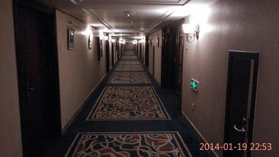 Post Hotel: Corridor