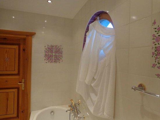 Tennerhof Gourmet & Spa de Charme Hotel: Badezimmer mit ungenügendem Sichtschutz