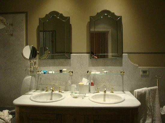 El Jebel Hotel: bagno della camera